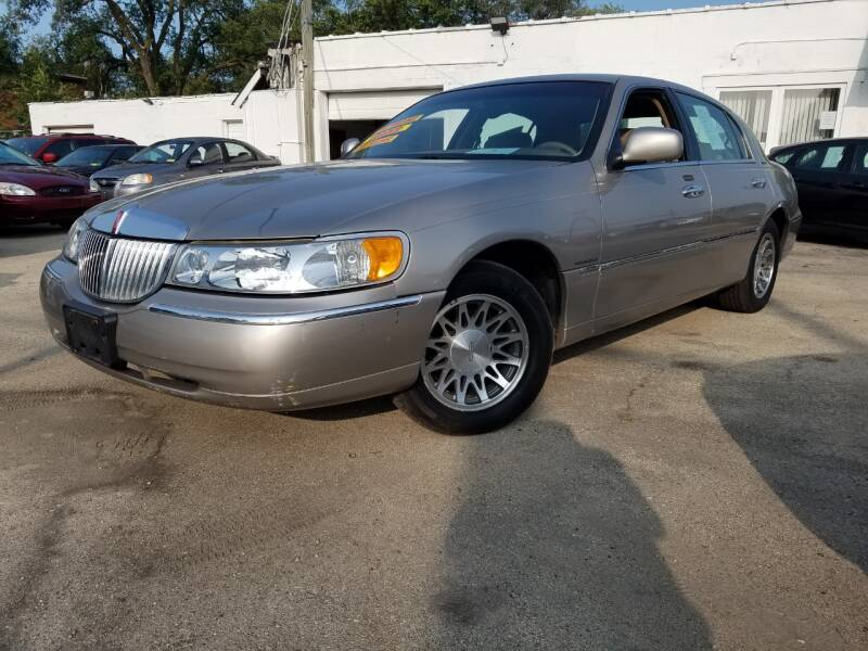 2000 Lincoln Town Car for sale at RBM AUTO BROKERS in Alsip IL