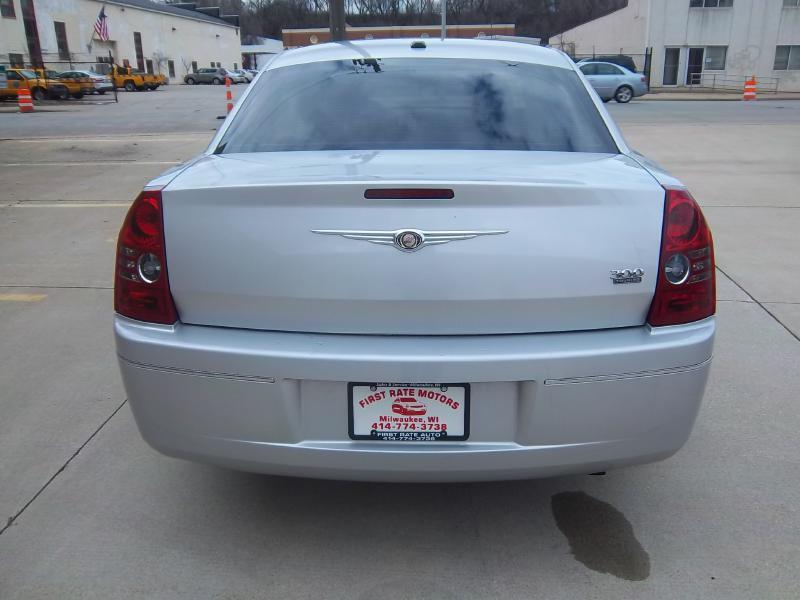 2010 Chrysler 300 Touring 4dr Sedan - Milwaukee WI
