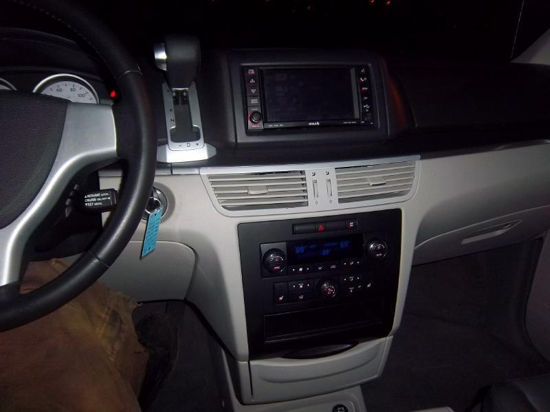 2009 Volkswagen Routan SEL 4dr Mini-Van - Milwaukee WI