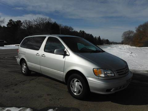 2002 Toyota Sienna LE for sale at Arrow Motors Inc in Rochester MN