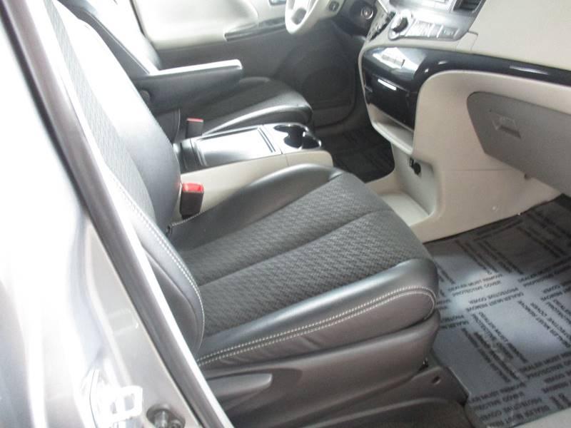 2013 Toyota Sienna SE 8-Passenger 4dr Mini-Van - Fort Bragg CA