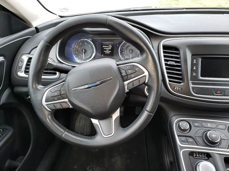 2015 Chrysler 200 Limited (image 14)