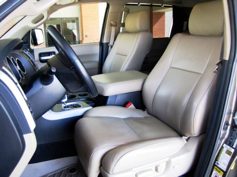2013 Toyota Sequoia Limited (image 21)