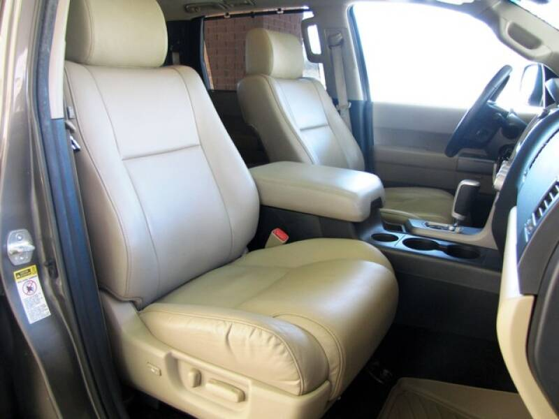 2013 Toyota Sequoia Limited (image 22)