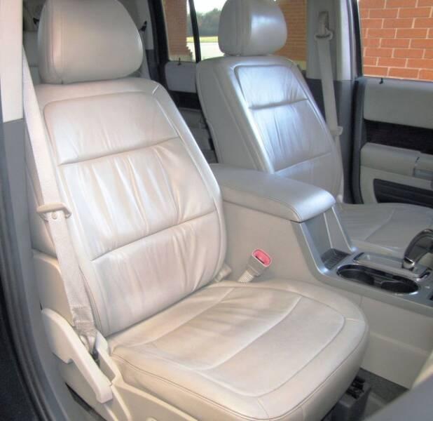2011 Ford Flex SEL (image 16)