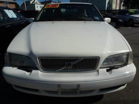 2000 Volvo V70 for sale in Garfield, NJ