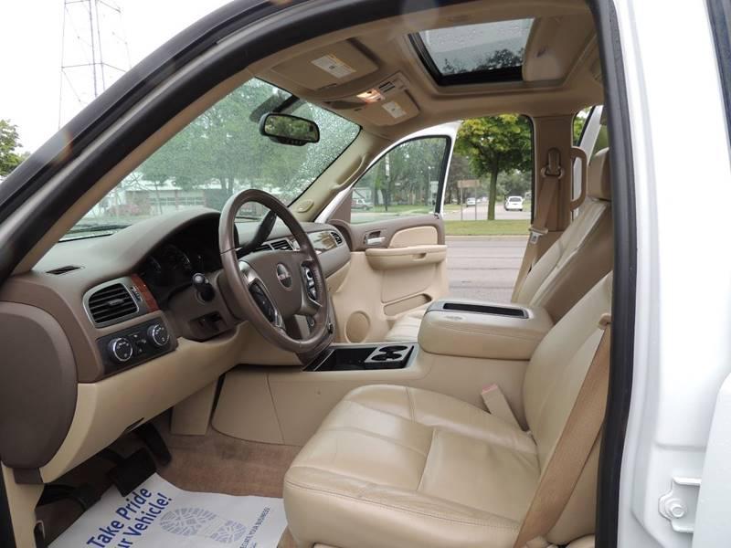 2007 GMC Yukon XL SLT 1500 4dr SUV 4x4 w/4SB w/ SLT-2 Package - Detroit MI