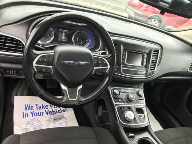 2015 Chrysler 200 Limited 4dr Sedan - Detroit MI
