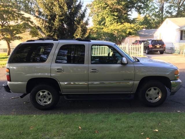 2004 GMC Yukon for sale at Premium Motors in Rahway NJ