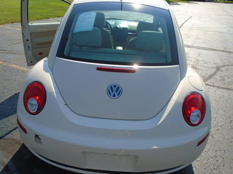 2006 Volkswagen New Beetle 2.5 2dr Coupe w/Automatic - Traverse City MI