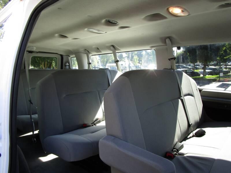 2011 Ford E-Series Wagon E-350 SD XLT 3dr Extended Passenger Van - Salem OR
