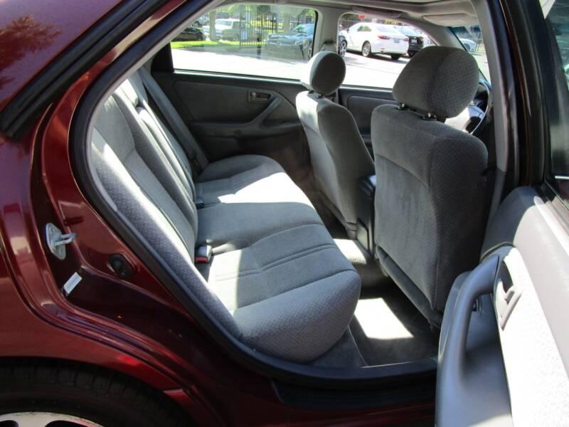 2001 Toyota Camry LE V6 4dr Sedan - Salem OR