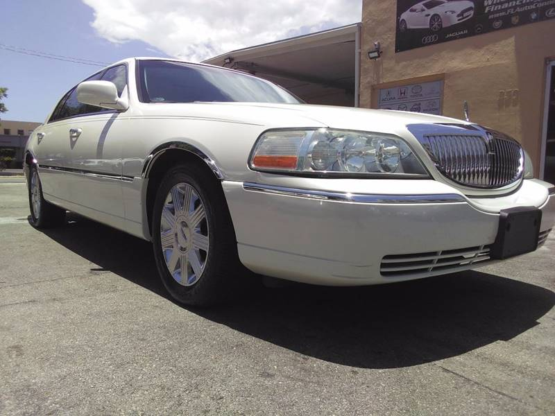 2004 Lincoln Town Car for sale at FLORIDA AUTO CONNECTION in Hollywood FL
