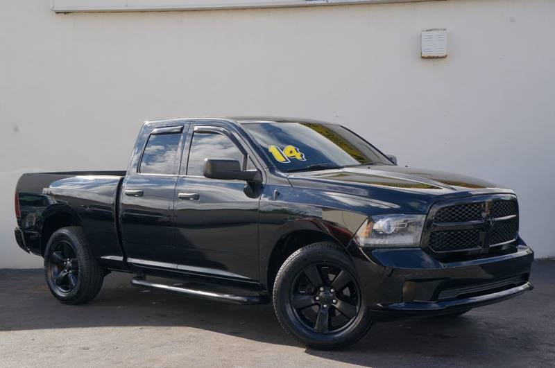 2014 RAM RAM PICKUP 1500 EXPRESS 4X2 4DR QUAD CAB 63 FT black clearcoat carfax certifiedn