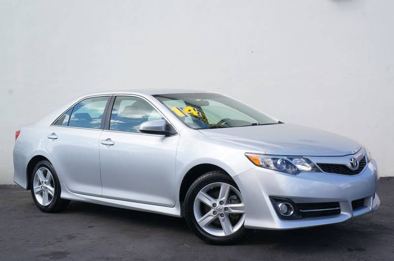 2014 TOYOTA CAMRY SE 4DR SEDAN classic silver metallic new price black wsoftex seat trim or lea