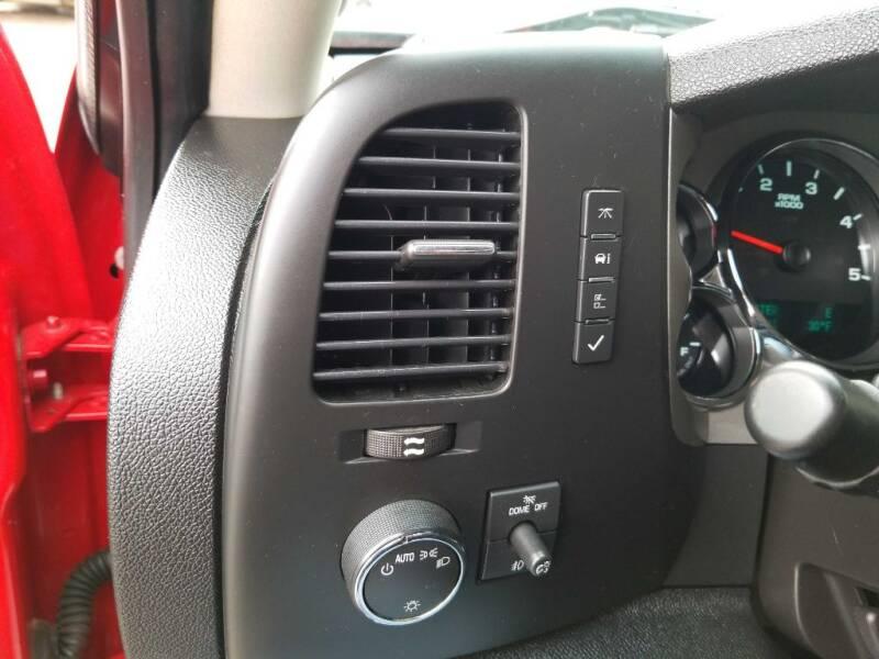 2012 Chevrolet Silverado 2500HD (image 8)