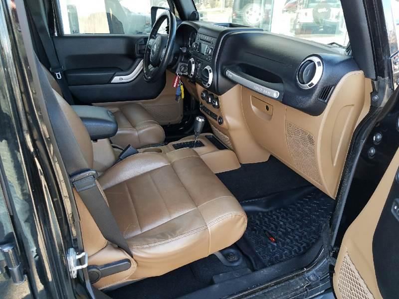 2011 Jeep Wrangler Unlimited 4x4 Rubicon 4dr SUV - Des Moines IA