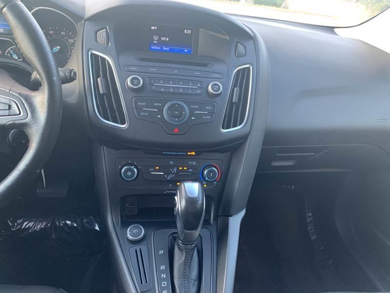 2016 Ford Focus SE 4dr Hatchback - Hialeah FL