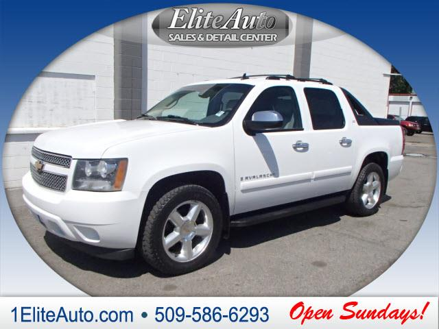 2007 CHEVROLET AVALANCHE LTZ 1500 4DR CREW CAB 4WD SB white some things are t