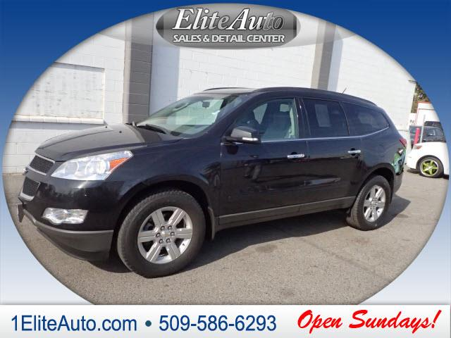 2011 CHEVROLET TRAVERSE LT AWD 4DR SUV W1LT gray what a deal  style meets practicality with the