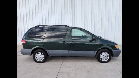 1999 Toyota Sienna for sale at LAKE CITY AUTO SALES in Forest Park GA