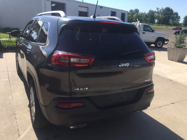 2016 Jeep Cherokee for sale at TOWN & COUNTRY MOTORS INC in Meriden KS