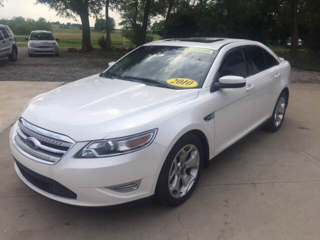2010 Ford Taurus for sale at TOWN & COUNTRY MOTORS INC in Meriden KS