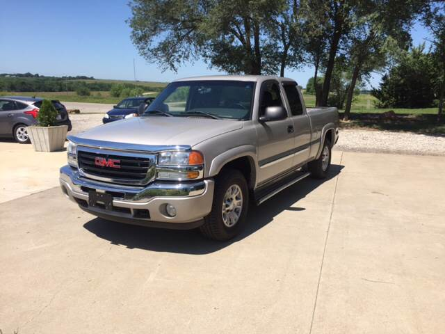 2006 GMC Sierra 1500 for sale at TOWN & COUNTRY MOTORS INC in Meriden KS