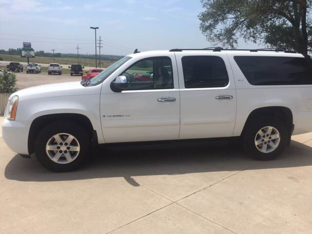 2007 GMC Yukon XL for sale at TOWN & COUNTRY MOTORS INC in Meriden KS
