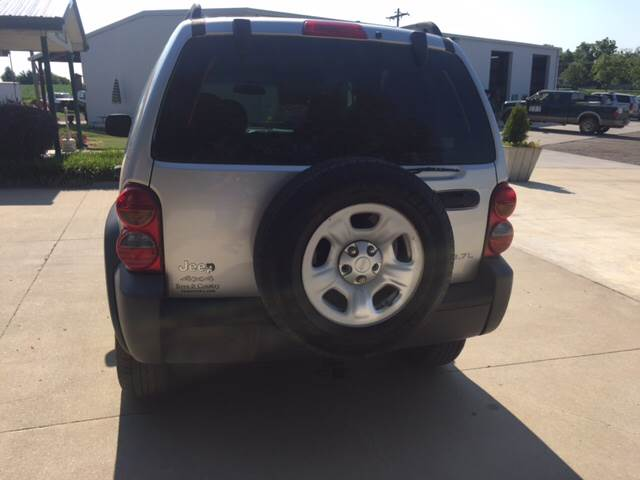 2003 Jeep Liberty for sale at TOWN & COUNTRY MOTORS INC in Meriden KS
