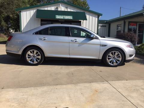 2011 Ford Taurus for sale at TOWN & COUNTRY MOTORS INC in Meriden KS