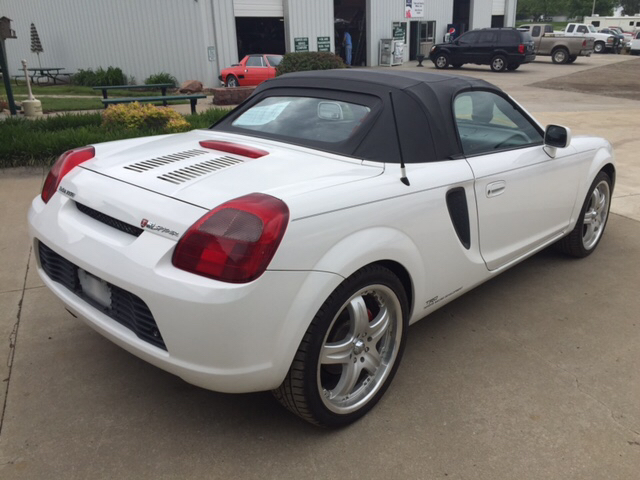 2000 Toyota MR2 Spyder for sale at TOWN & COUNTRY MOTORS INC in Meriden KS