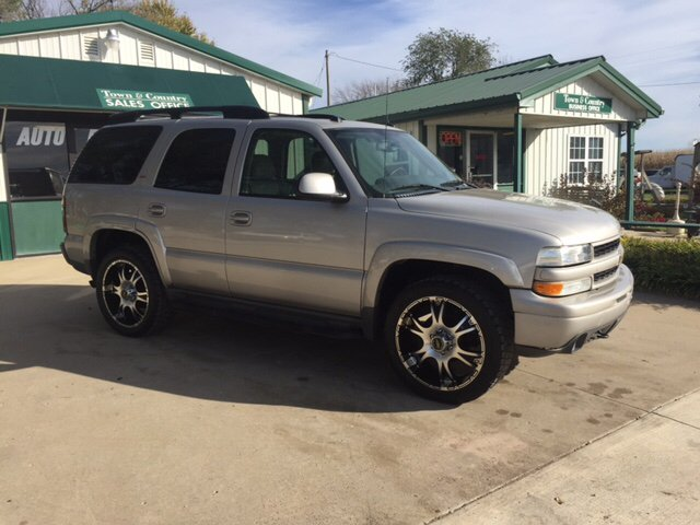 2005 Chevrolet Tahoe for sale at TOWN & COUNTRY MOTORS INC in Meriden KS