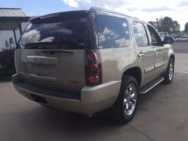 2007 GMC Yukon for sale at TOWN & COUNTRY MOTORS INC in Meriden KS