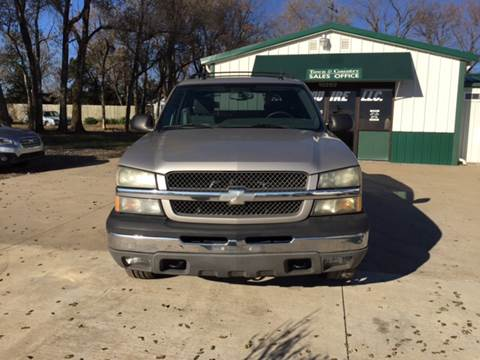 2004 Chevrolet Avalanche for sale at TOWN & COUNTRY MOTORS in Meriden KS