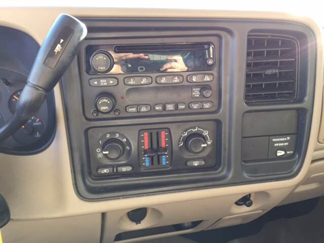 2004 GMC Sierra 1500 for sale at TOWN & COUNTRY MOTORS INC in Meriden KS