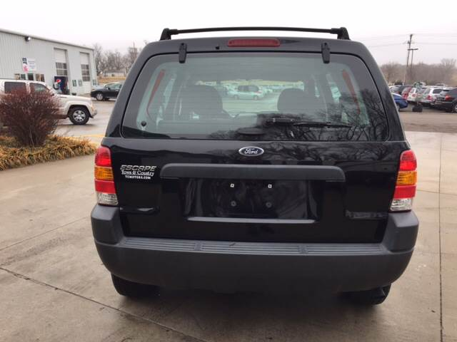 2004 Ford Escape for sale at TOWN & COUNTRY MOTORS INC in Meriden KS