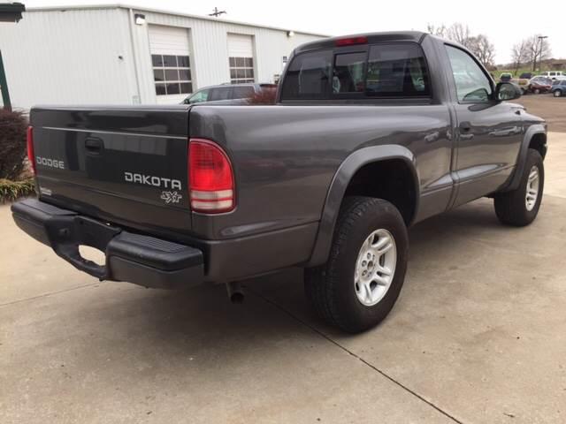 2004 Dodge Dakota for sale at TOWN & COUNTRY MOTORS INC in Meriden KS