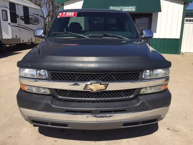 2001 Chevrolet Silverado 2500HD for sale at TOWN & COUNTRY MOTORS INC in Meriden KS