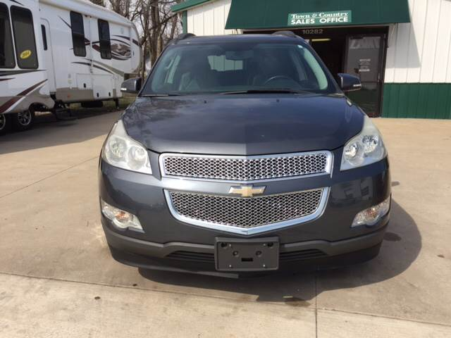 2009 Chevrolet Traverse for sale at TOWN & COUNTRY MOTORS INC in Meriden KS