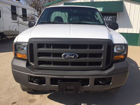 2005 Ford F-250 Super Duty for sale at TOWN & COUNTRY MOTORS INC in Meriden KS
