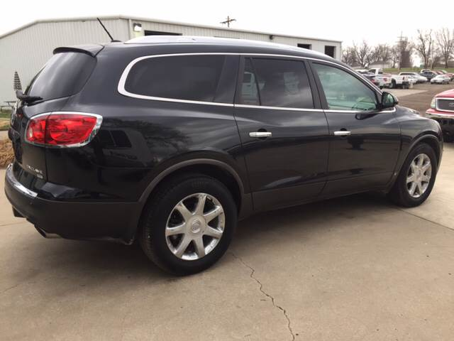2010 Buick Enclave for sale at TOWN & COUNTRY MOTORS INC in Meriden KS