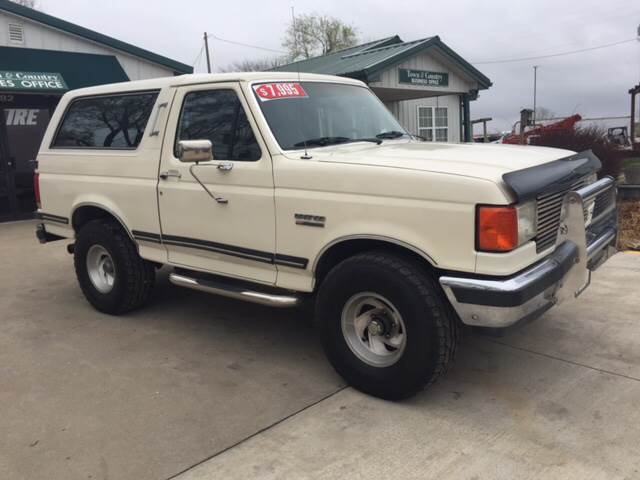 1989 Ford Bronco for sale at TOWN & COUNTRY MOTORS INC in Meriden KS