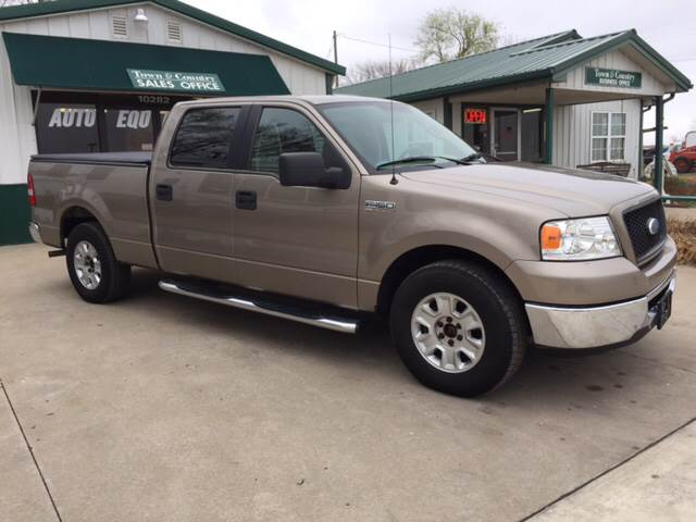 2006 Ford F-150 for sale at TOWN & COUNTRY MOTORS INC in Meriden KS