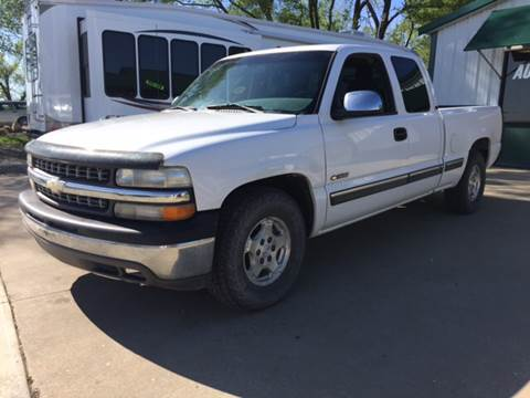 2000 Chevrolet Silverado 1500 for sale at TOWN & COUNTRY MOTORS INC in Meriden KS