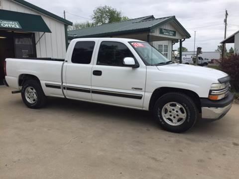 2000 Chevrolet Silverado 1500 for sale at TOWN & COUNTRY MOTORS INC in Meriden KS