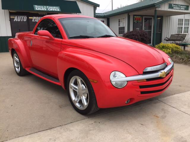 2003 Chevrolet SSR for sale at TOWN & COUNTRY MOTORS INC in Meriden KS