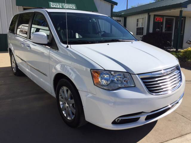 2016 Chrysler Town and Country for sale at TOWN & COUNTRY MOTORS INC in Meriden KS
