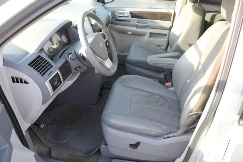 2010 Dodge Grand Caravan SXT (image 7)