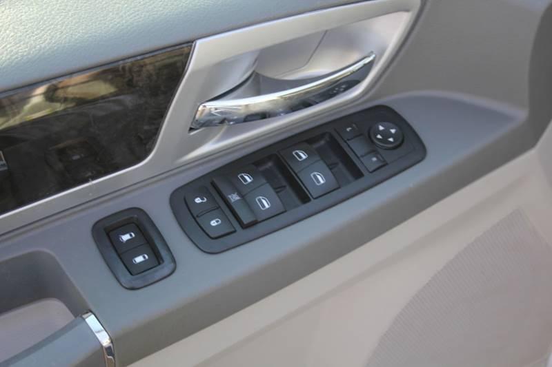 2010 Dodge Grand Caravan SXT (image 8)